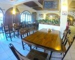 Casual dining inside Pizza Bagus